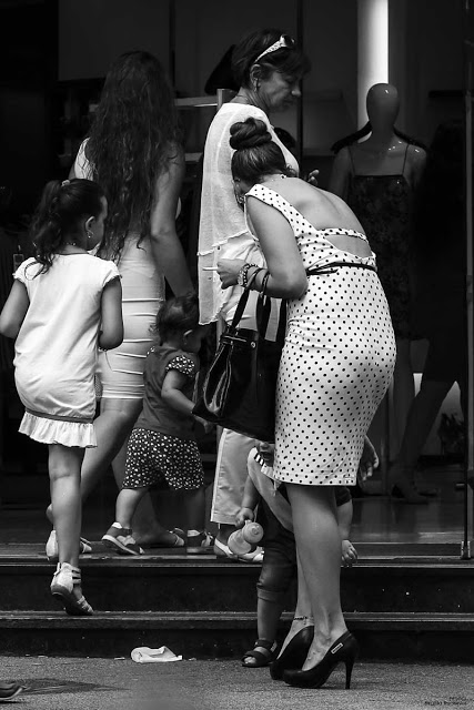 Street Photography - Hands full