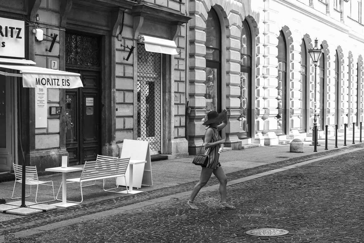 Street Photography - Run away