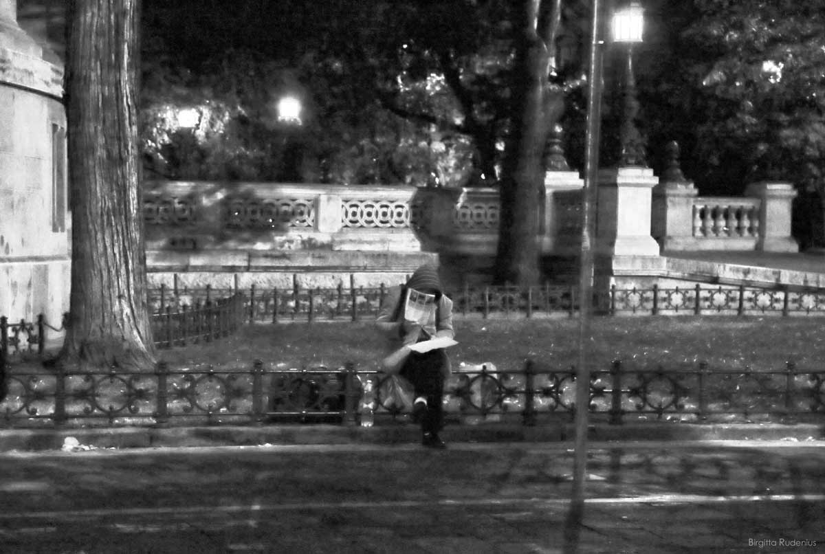 Street Photography - Late reading